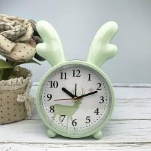 Детские настольные часы-будильник Олененок. Светло-зеленый