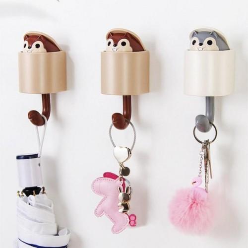 Вешалка-крючок для одежды на стену в детскую Белочка серый  в  Интернет-магазин Zelenaya Vorona™ 3