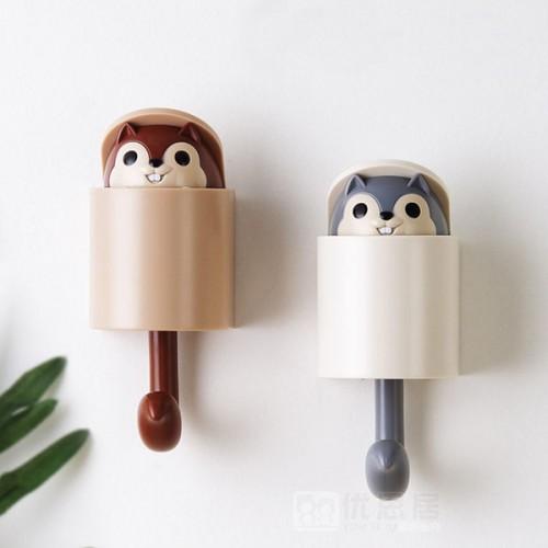 Вешалка-крючок для одежды на стену в детскую Белочка серый  в  Интернет-магазин Zelenaya Vorona™ 1