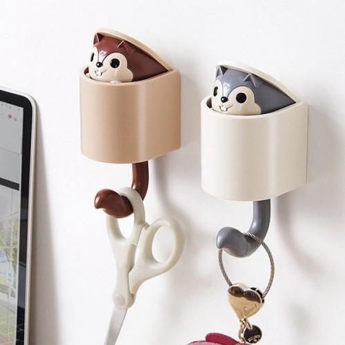Вешалка-крючок для одежды на стену в детскую Белочка серый  в  Интернет-магазин Zelenaya Vorona™ 2