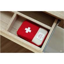 Мини аптечка органайзер для путешествий. Красная